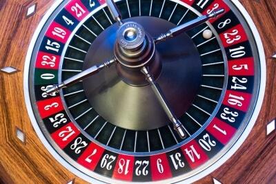 """© <a href=""""https://pixabay.com/de/roulette-rouletterad-kugel-drehen-1003120/"""" target=""""_blank"""">pixabay/stux</a> Lizenz: <a href=""""https://creativecommons.org/publicdomain/zero/1.0/deed.de"""" target=""""_blank"""">CC0-Lizenz</a>"""