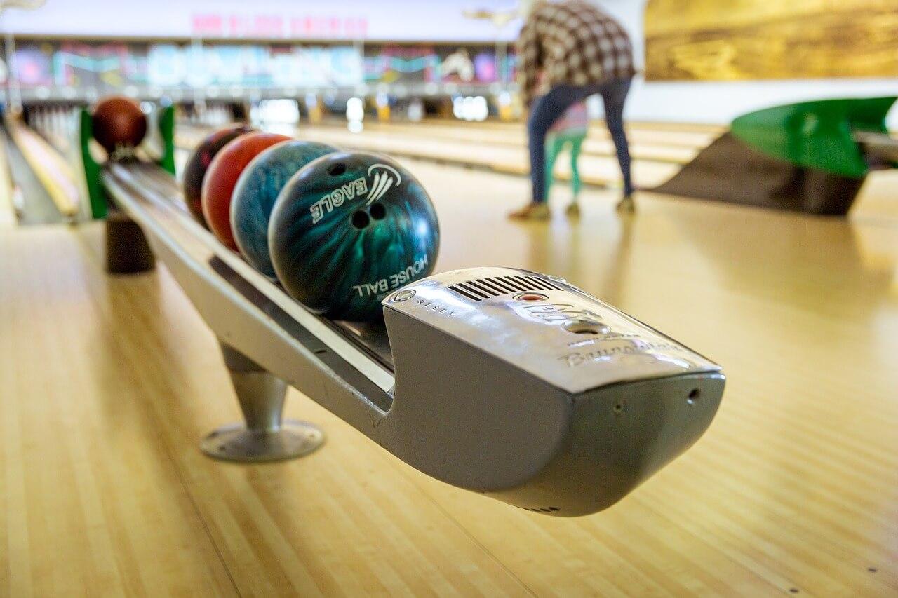 Sturz bei betrieblichem Bowling-Turnier als Arbeitsunfall