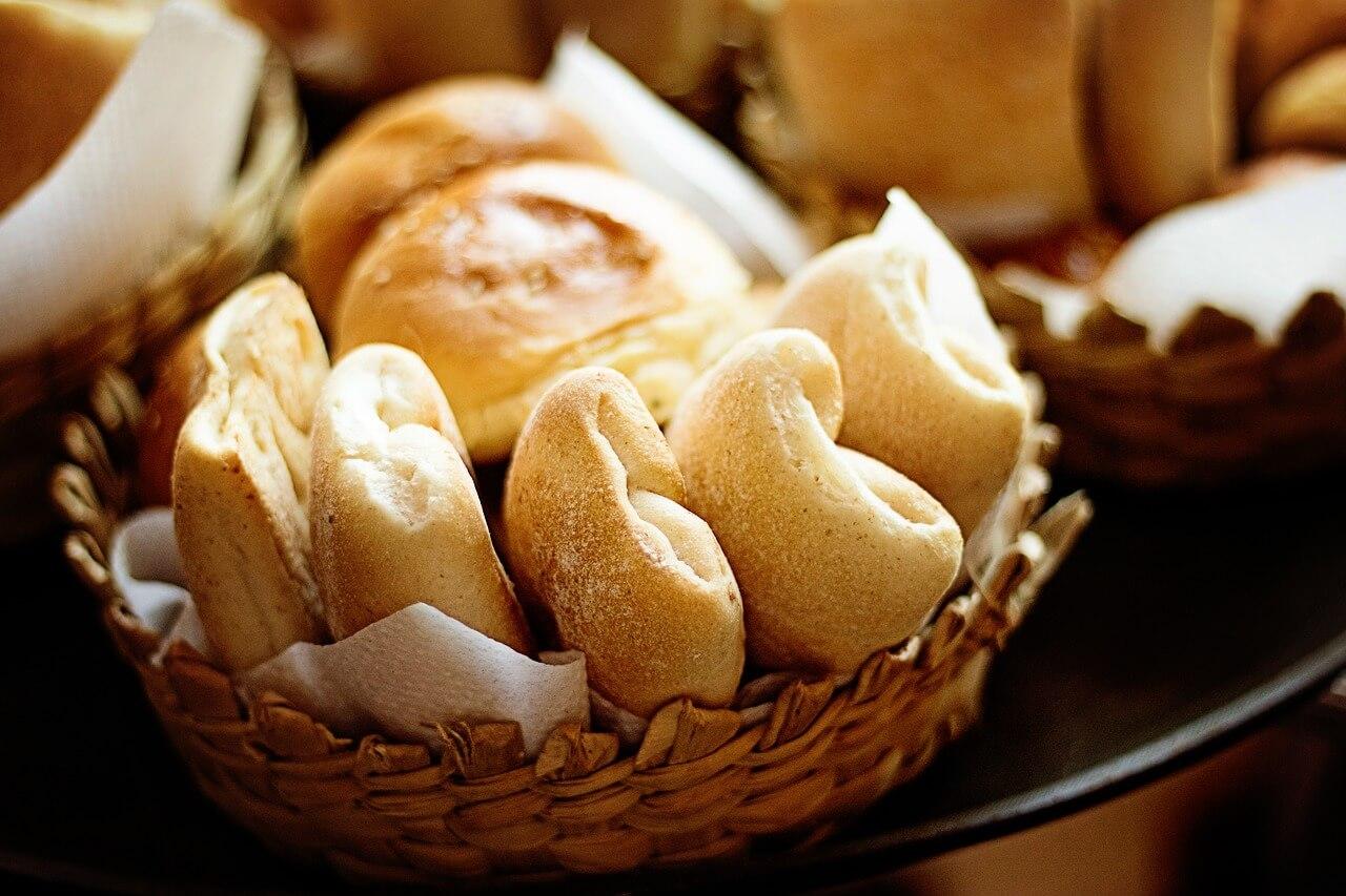 Trockenes Brötchen und Kaffee kein steuerpflichtiges Frühstück